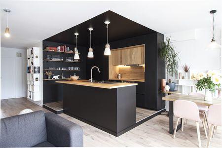 Cucina nera con pareti nere