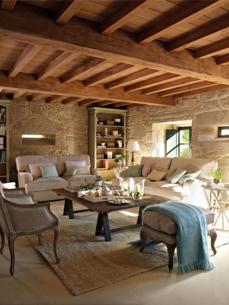 Salotto casa di campagna in legno e pietra