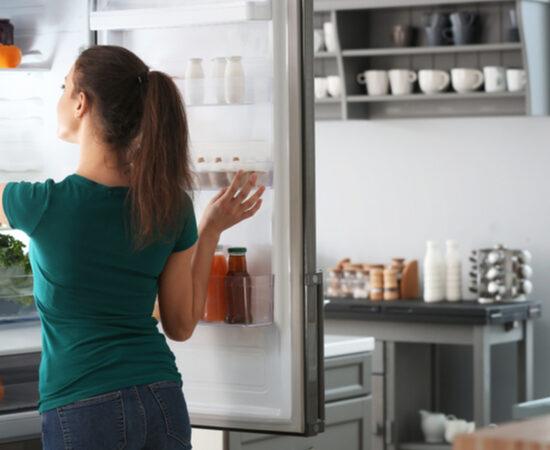 Come disporre gli alimenti in frigo: una semplice guida