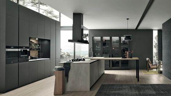 Cucina grande con isola